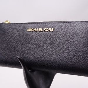 Michael Kors Jet Set Travel 3/4 Zip Around Wallet